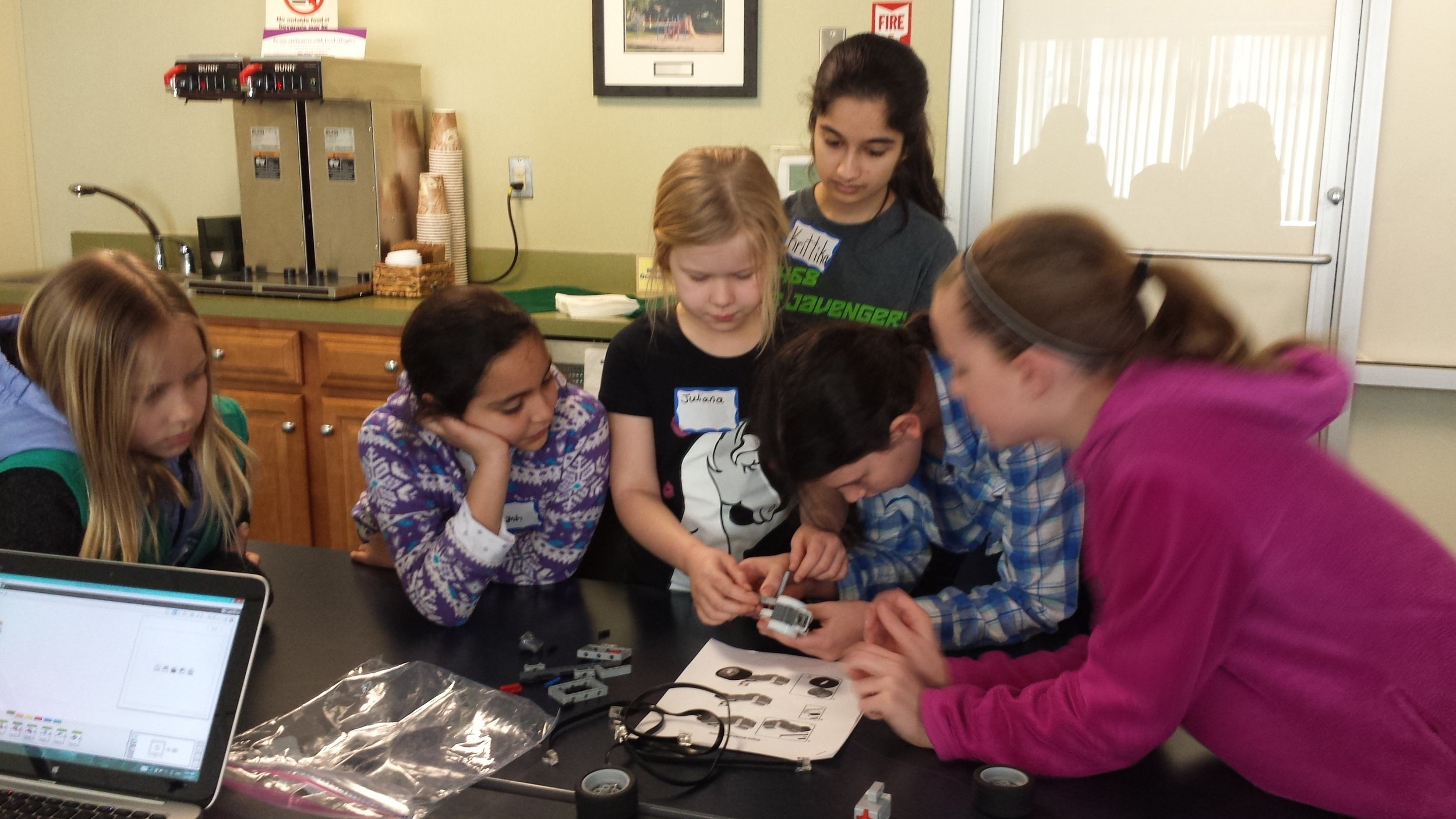 Krittika helps the participants build their robot. Girls Robotics Camp, March 2017.
