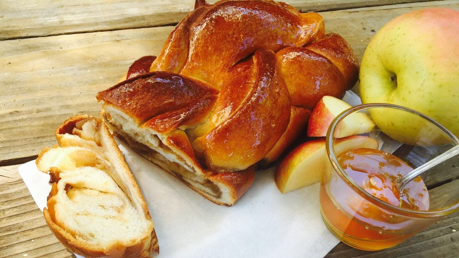 Rosh Hashana special: apple & honey challah