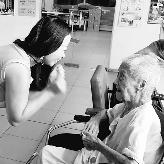 Our Singaporean Champions have been busy spending some quality time with residents at Lee Ah Mooi Old Age Home (Silat) during a heartwarming befriending and mindful colouring event 💕 #causecorpssg