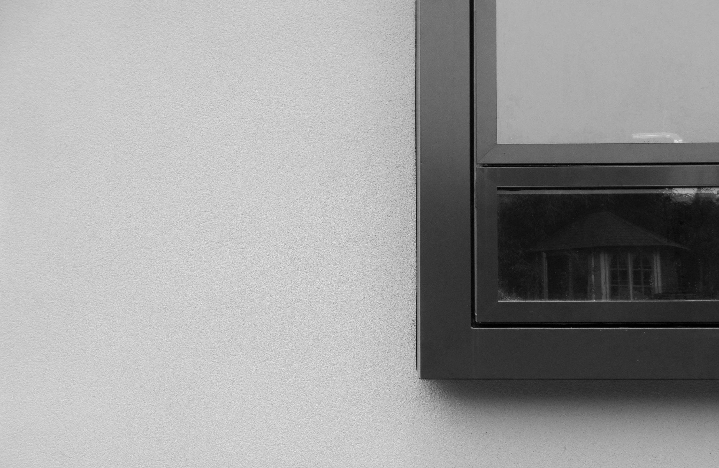 67BS01_window.jpg