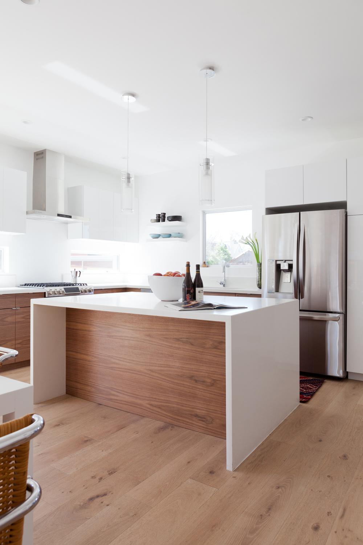 Los Angeles kitchen by  Veneer Design
