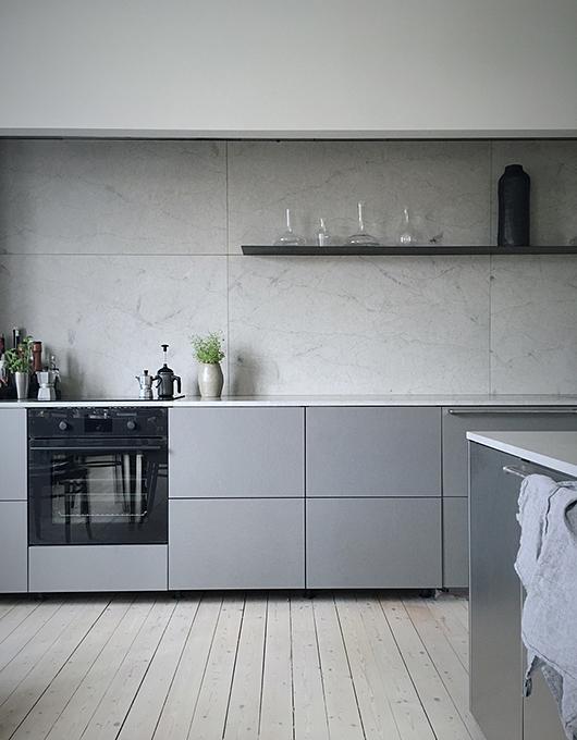 Large format marble tiles for a clean, Scandinavian look. Blogger & stylist:  Elin Lannsjo