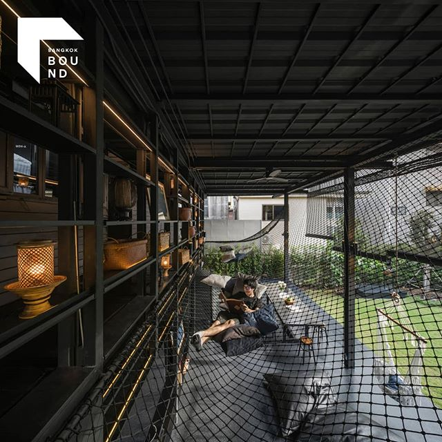 • Kloem Hostel by @integratedfield 😍 // Go beyond pictures on the internet and explore physical spaces of Bangkok's best buildings @bangkokbound • More info visit www.bound.events or follow @bangkokbound
