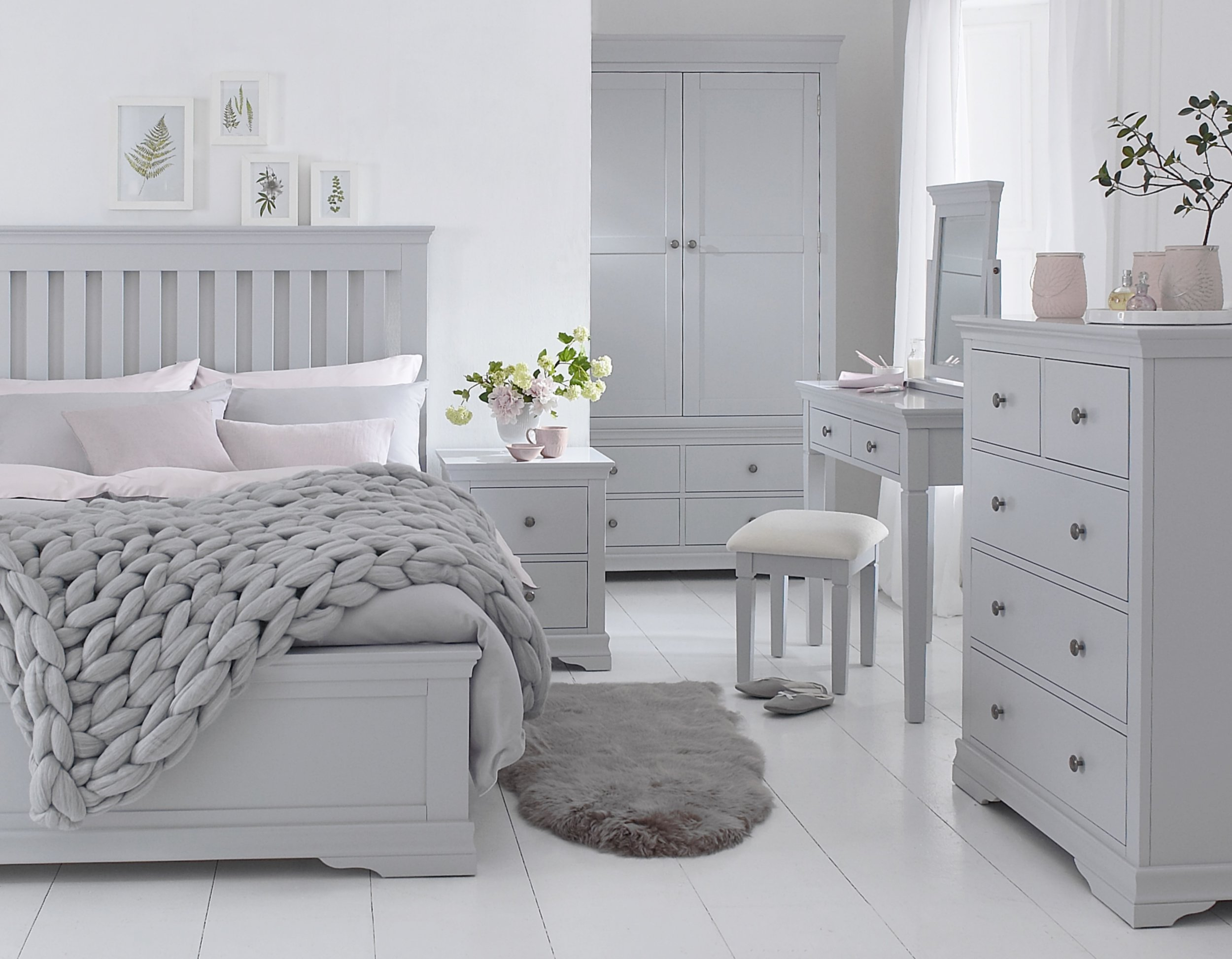 SW Bedroom grey.jpg