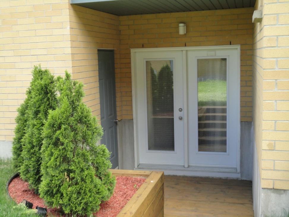 back-entrance-4545-av-Colomb-Brossard-qc.jpg