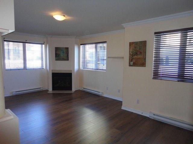 living-room-fire-place-4545-av-Colomb-Brossard-qc.jpg