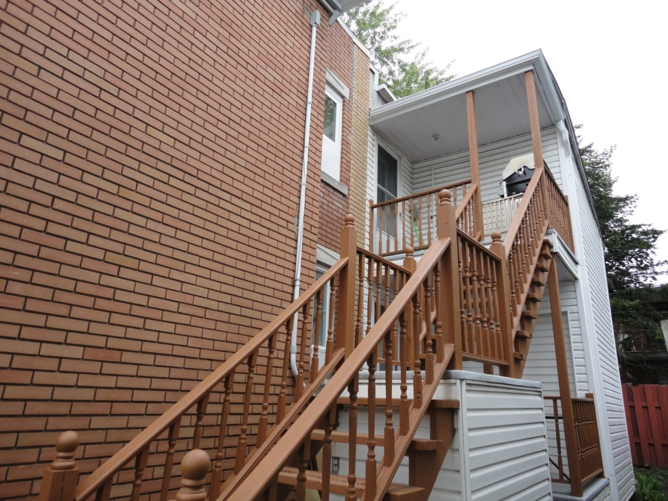 back-stairs-1165-1167-Rue-St-Georges-Longueuil-qc.jpg
