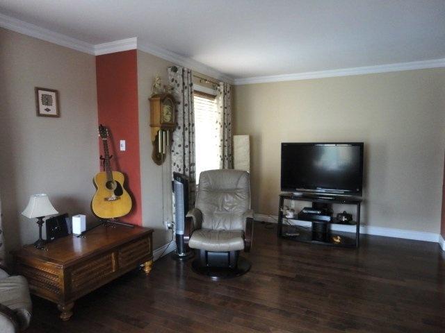 living-room-condo-4905-Av-Colomb-app-202-Brossard-qc.jpg
