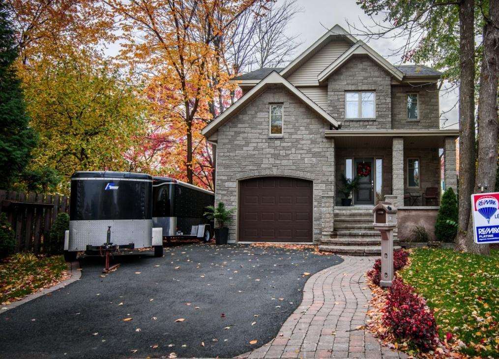 Gorgeous-home-585-rue-doris-greenfield-park-qc.jpg