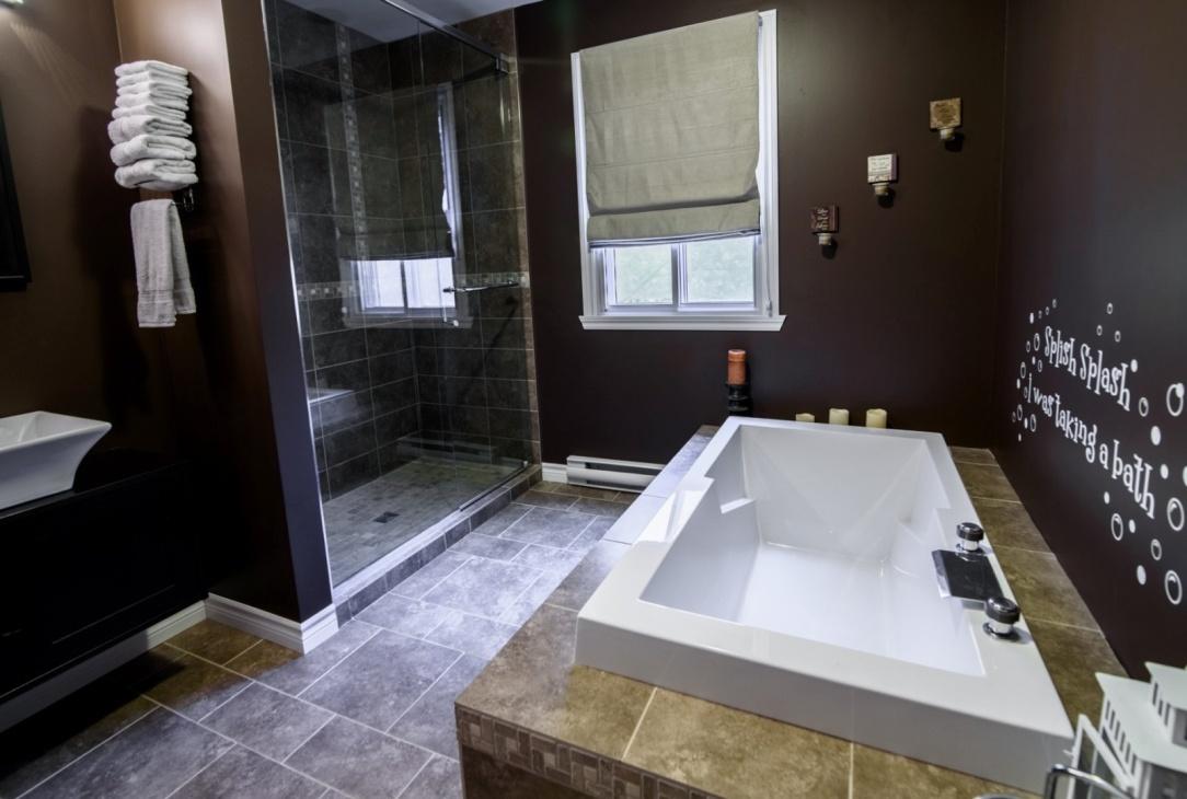 beautiful-shower-bathroom-585-Rue-Doris-Greenfield-Park-qc.jpg