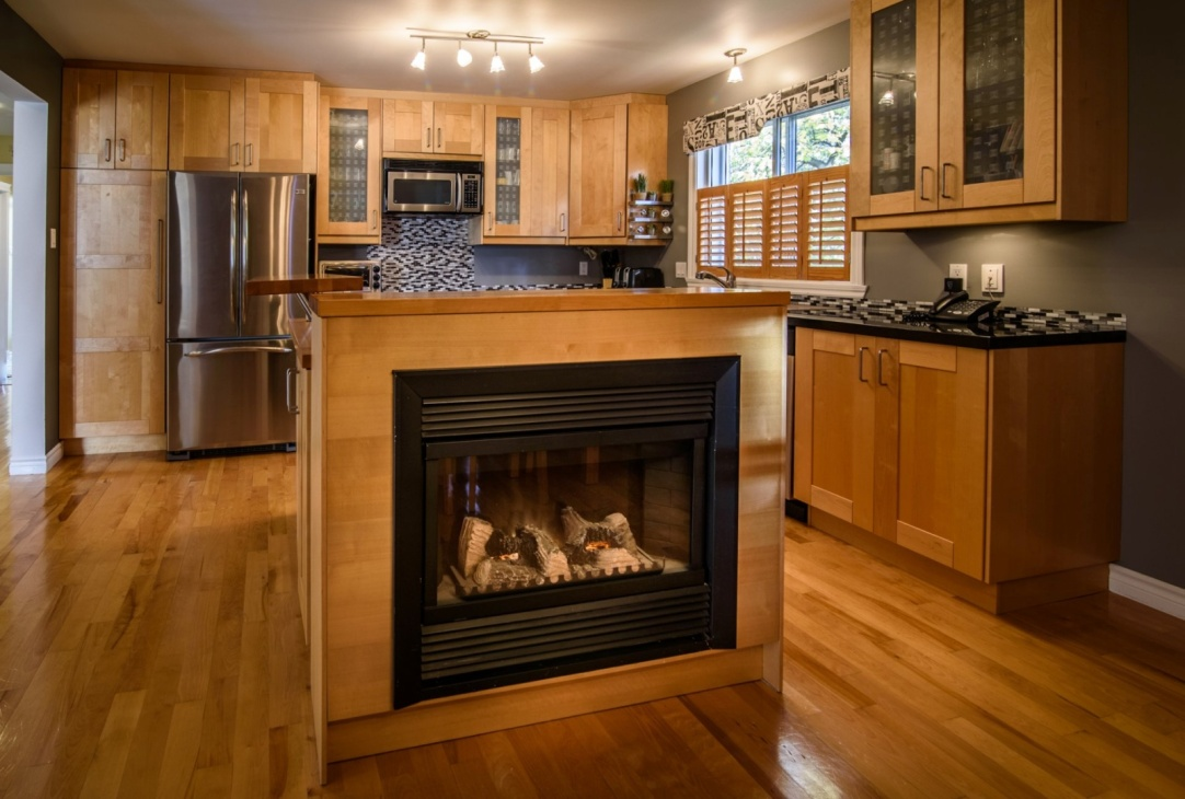 fireplace-kitchen-island-585-Rue-Doris-Greenfield-Park-qc.jpg