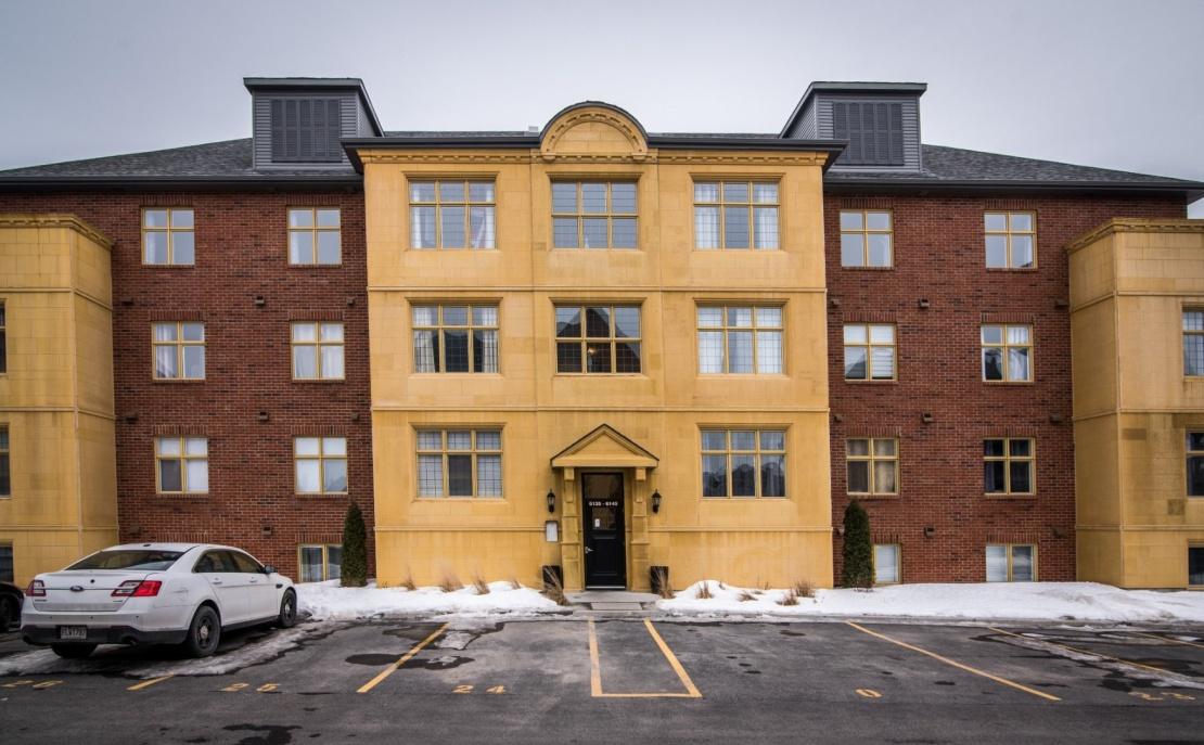 front-entrance-6135-rue-de-lusa-app-5-brossard-qc.jpg