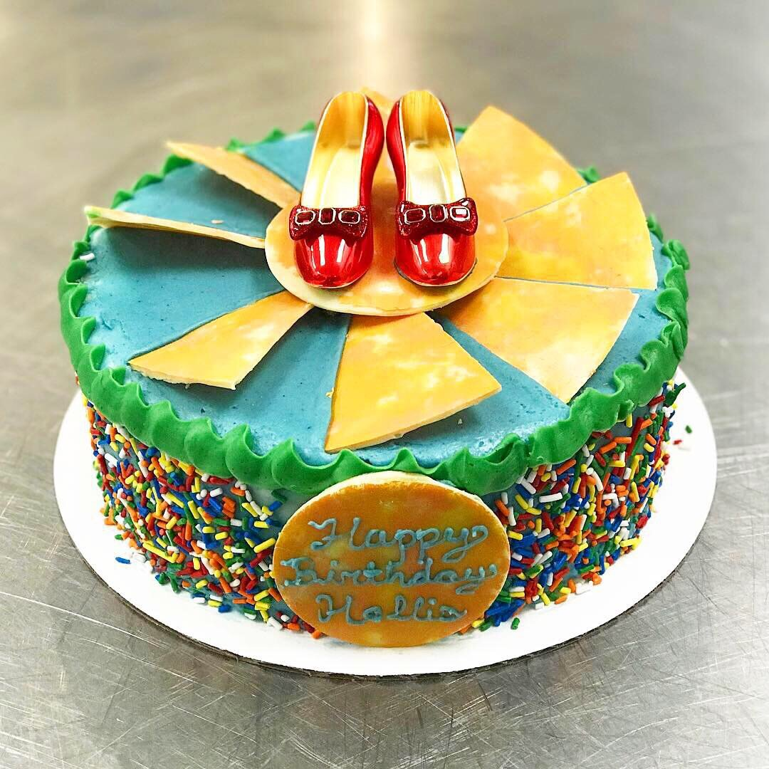 Wizard of Oz Cake 2.JPG