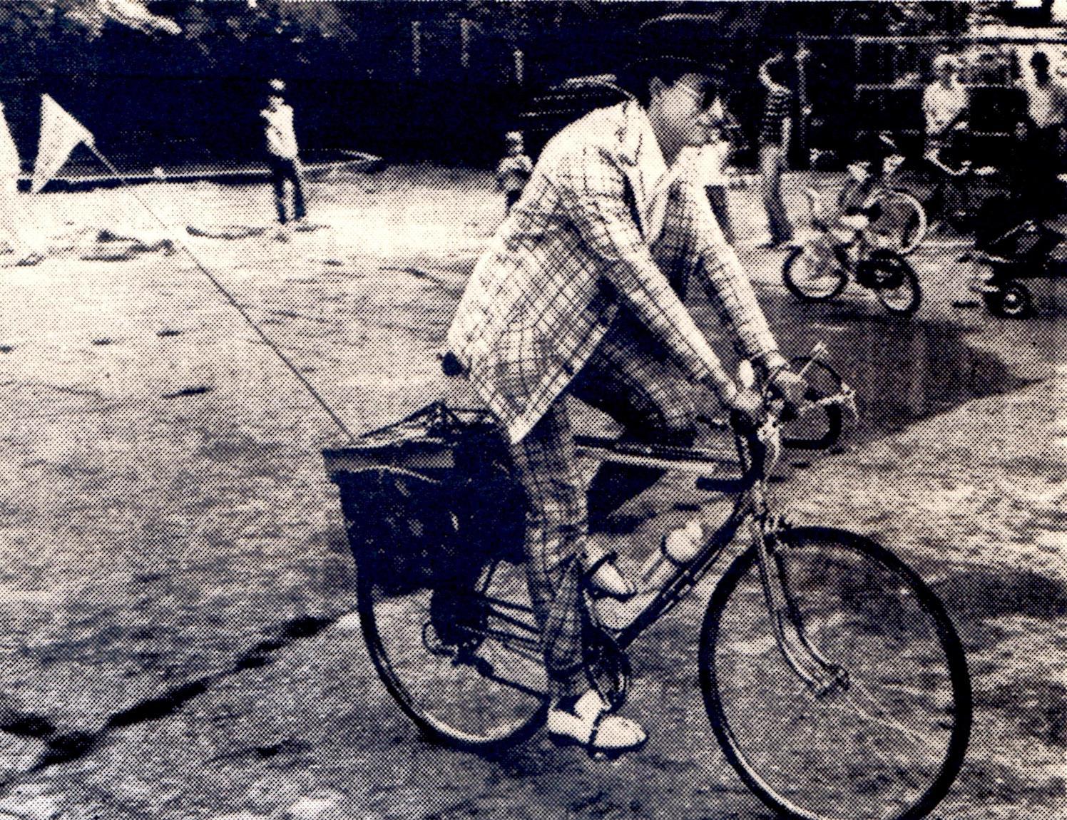 aamagicman-1974-cycling-magician.jpg