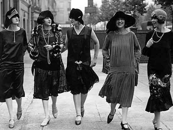 1920s-lovely-ladies flappers.jpg