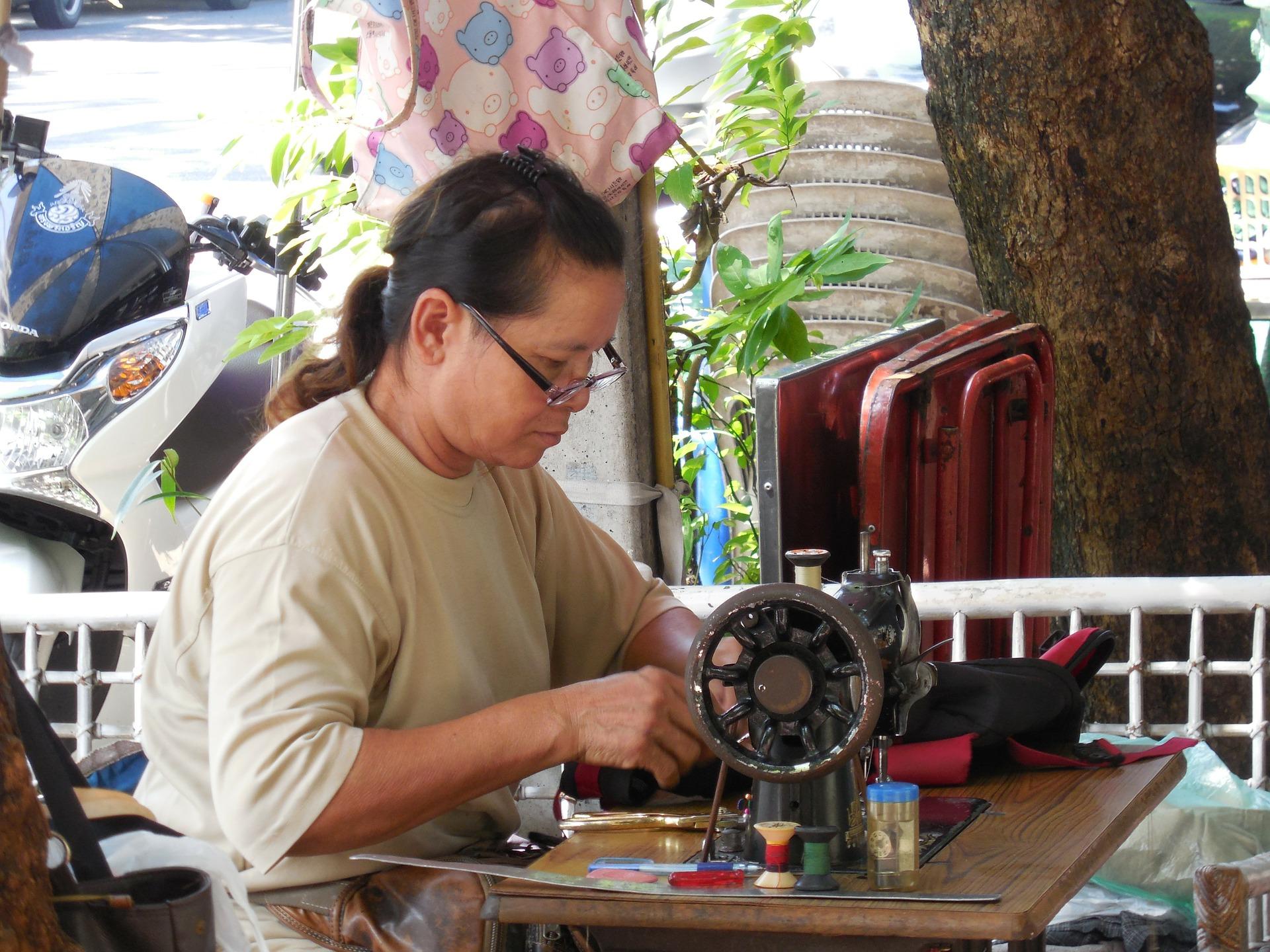 seamstress-224083_1920.jpg