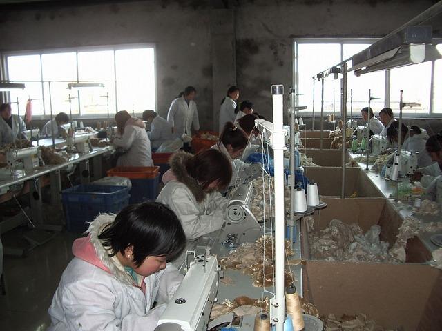 worker-13550_640.jpg