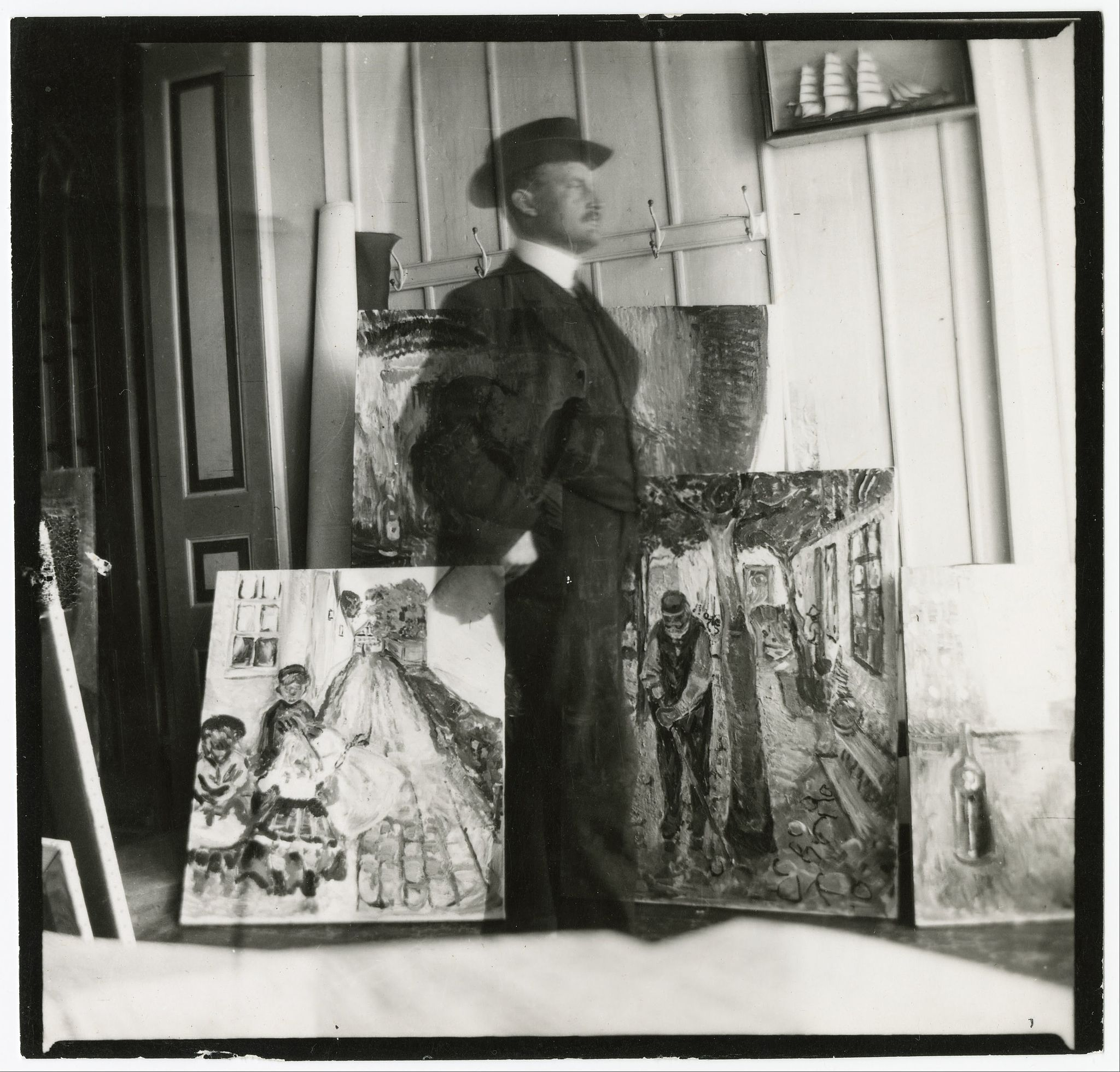 Edvard Munch,  Self Portrait , 1907. Gelatin silver print, 9 x 9.4 cm. Munch Museum/Munch-Elingsen Group/BONO 2011.