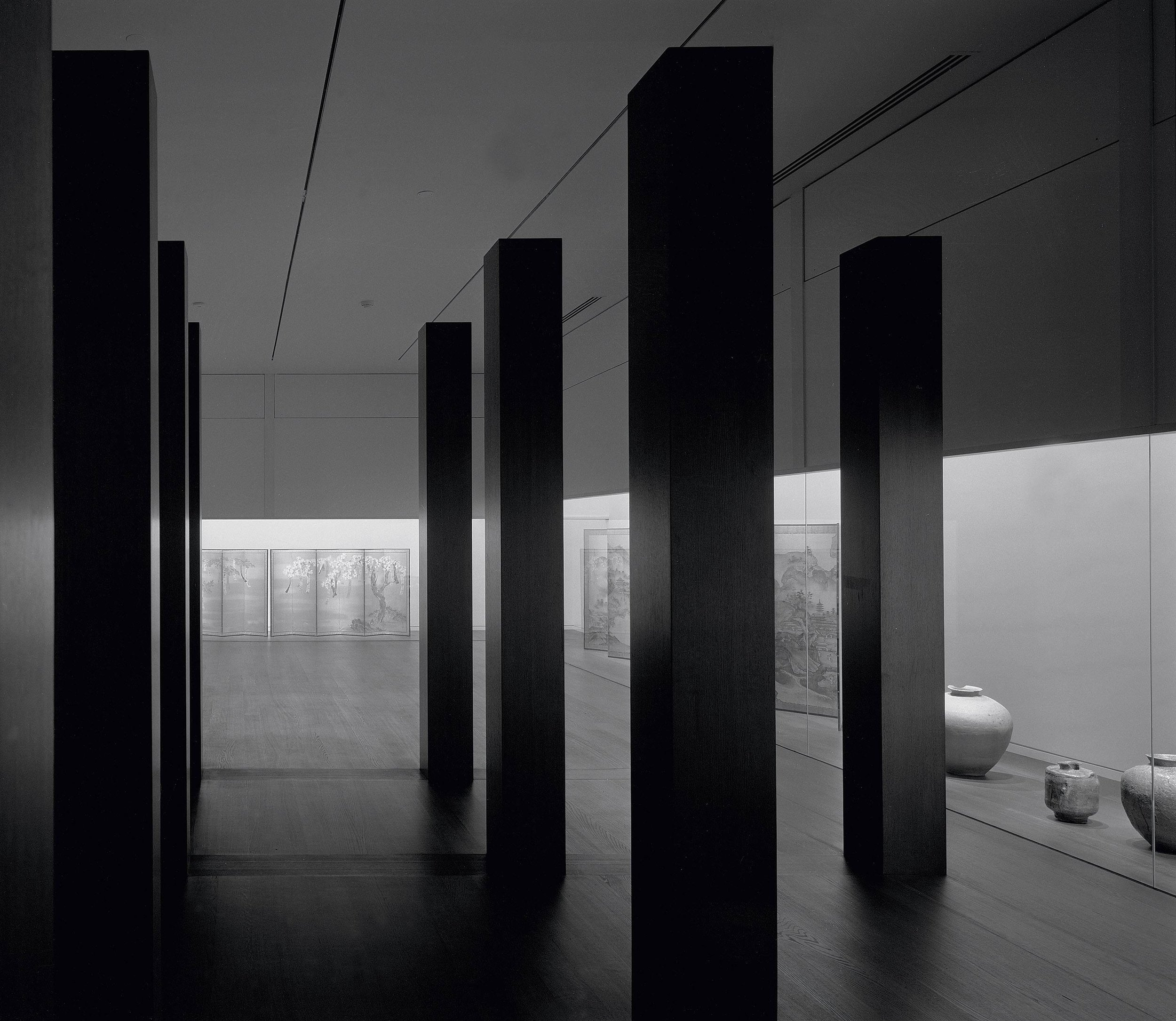 A view of the Ando Gallery, Department of Asian Art, The Art Institute of Chicago, 1992. Photograph by Thomas Cinoman. Courtesy the Art Institute of Chicago.