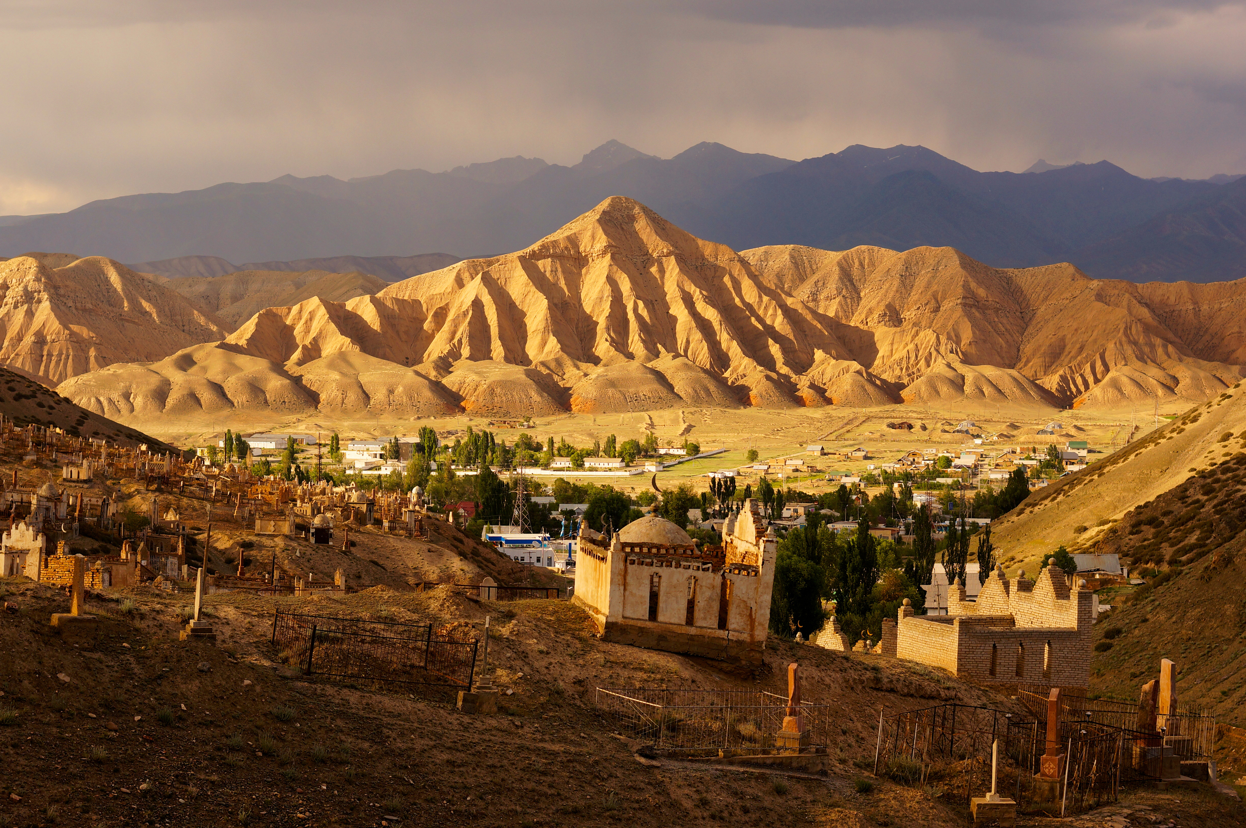 the town of Naryn at sunset