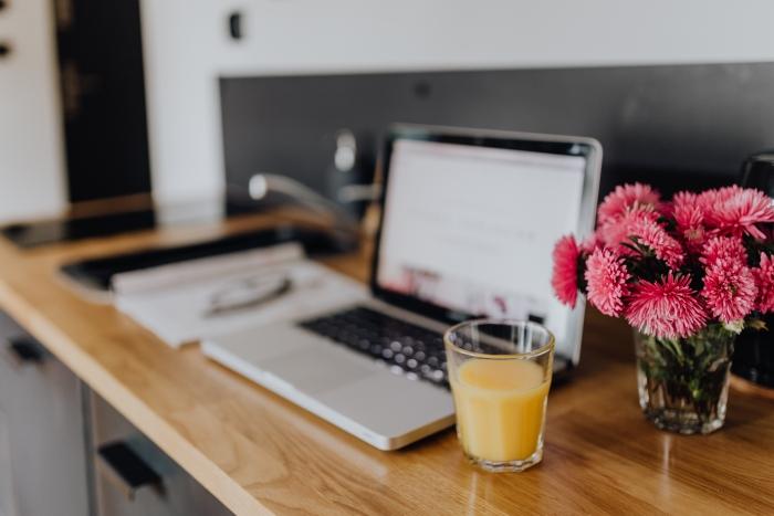 kaboompics_Macbook Laptop in a Kitchen.jpg
