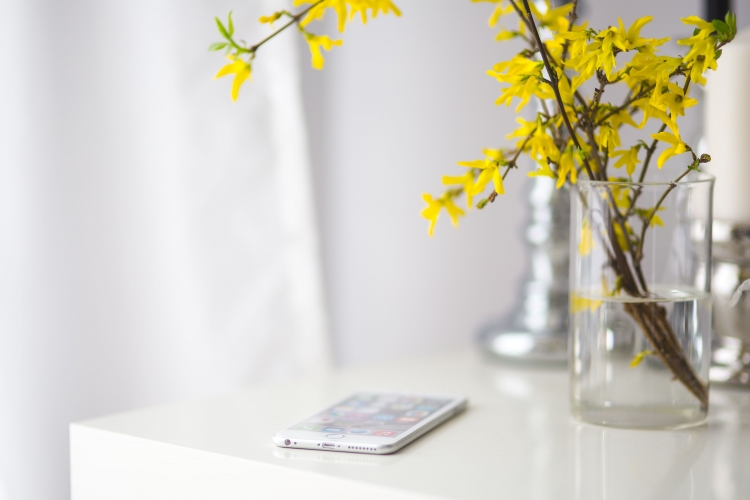 kaboompics_White smartphone with yellow flowers.jpg