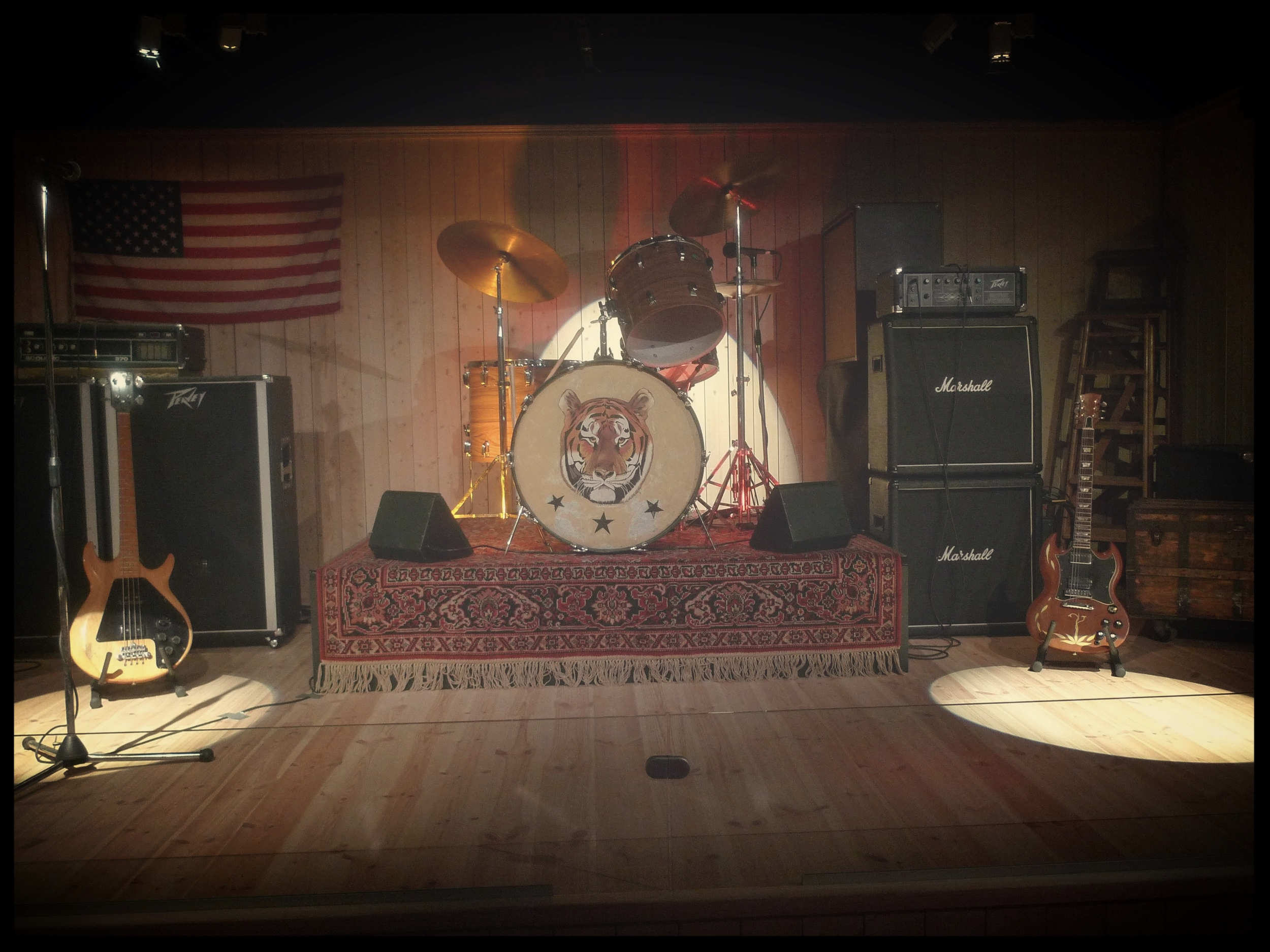 Hurriganes stage set-up