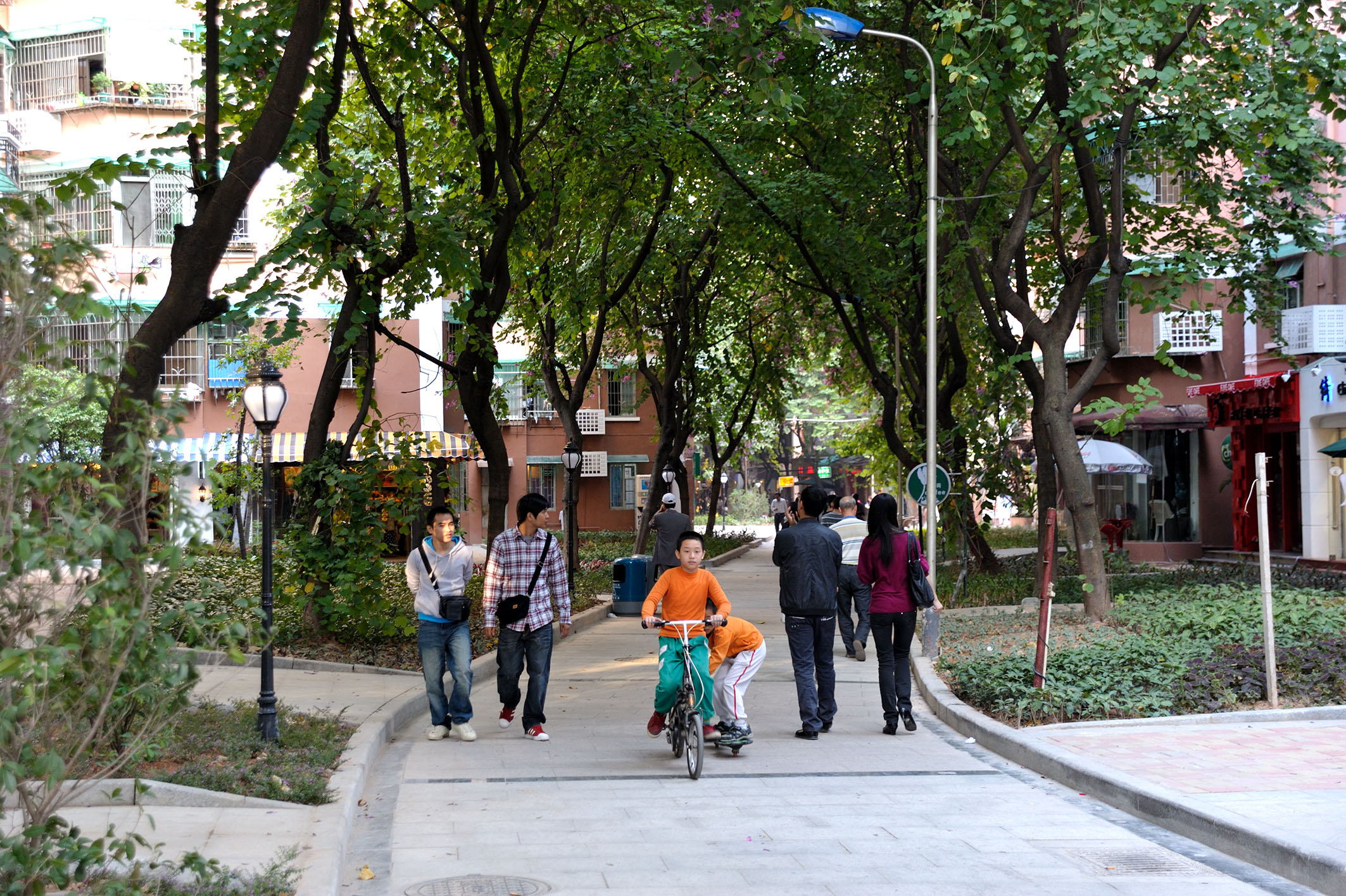6. NON MOTORIZED TRANSIT   There should be dedicated and connected walking paths of at least 10 km in length per square kilometer, and dedicated and connected biking paths of least 10 km in length per square kilometer in urban areas. A good example of a walkable community is Liuyun Xiaoqu. Ranked fifth on a list of 50 projects by the Institute for Transportation and Development Policy, Liuyun Xiaoqu offers a dense network of pedestrian/bicycle only roads and strict car control.