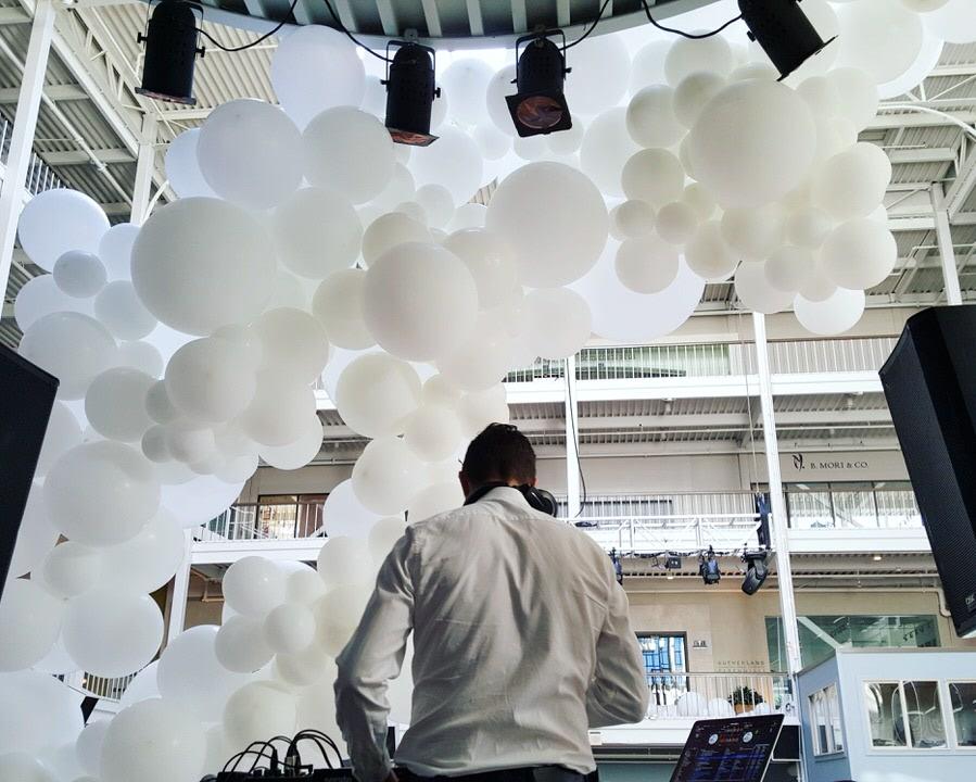 Balloon Specialties _ Balloon Garland Behind DJ _ Wedding SFDC.jpg