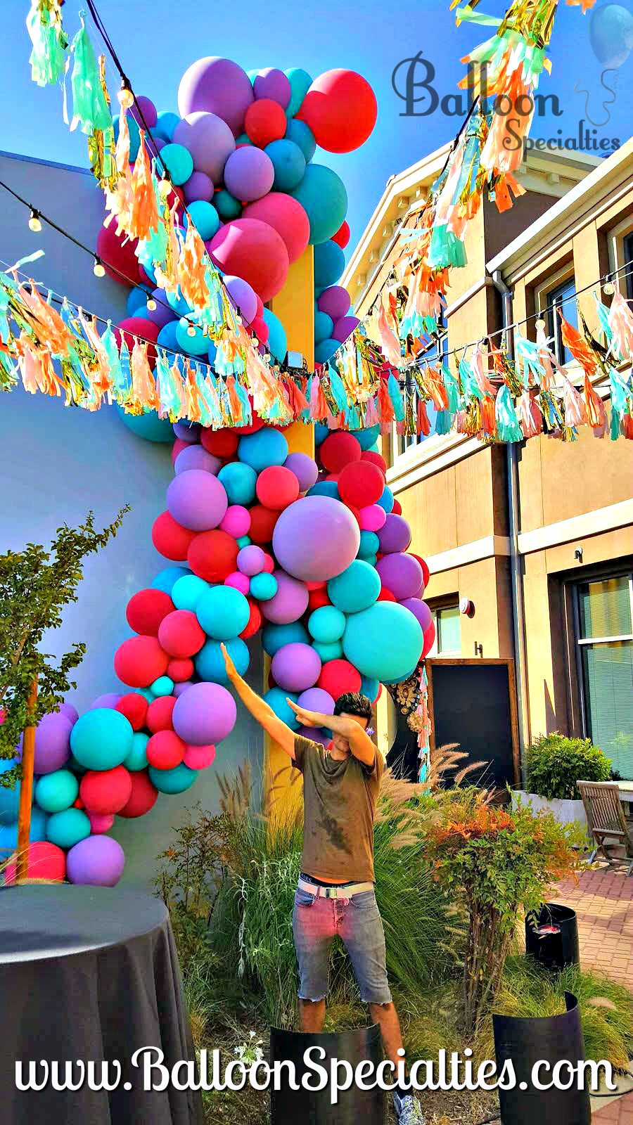 Balloon Specialties Zim at Cadet Bar Napa.jpg