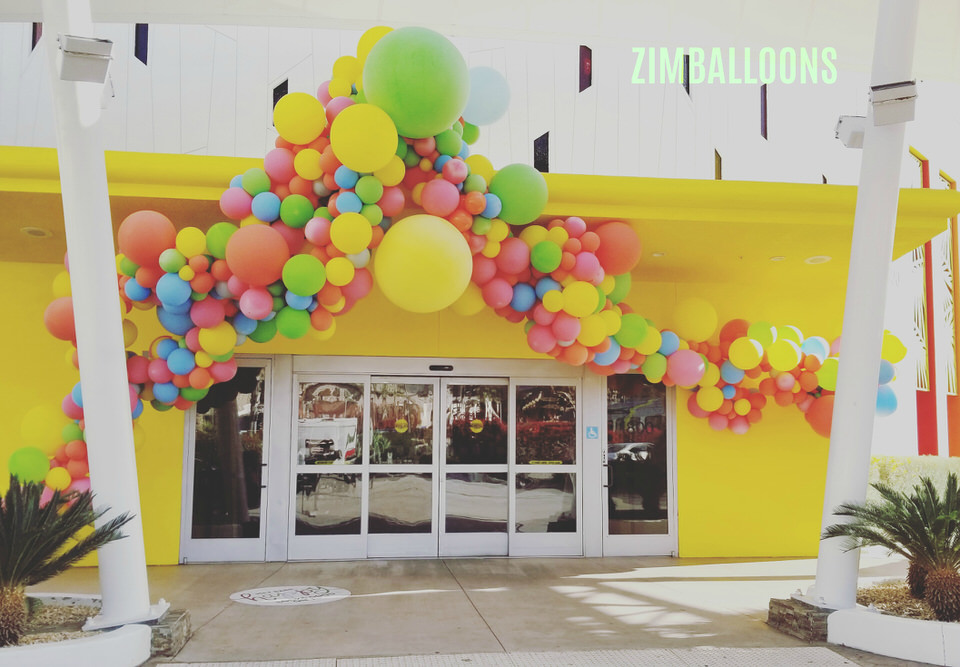 Balloon Garland Entrance Installation Outside - Palm Springs- Zim Balloons - Alt Summit.jpg