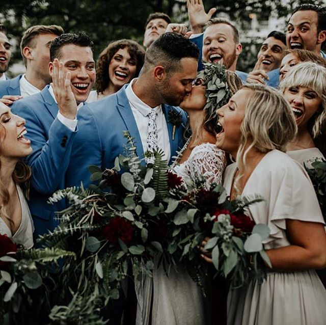 Gorgeous photo from @sjsmoooth bringing on all the summer wedding feels. Who else is ready for some warm weather? 🙋🏻♂️🙋🏼♀️☀️#rookeandrovercrew