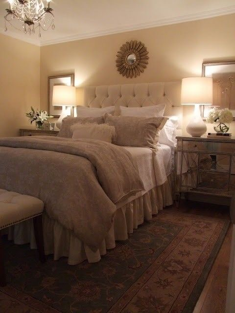 This room is a warm and cosy retreat. A soft rug underfoot, a thick throw, an upholstered headboard, deep cushions: build up your bed so that you can then sink into it.