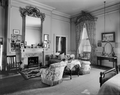 William and Nellie Taft's bedroom in 1911. Over 100 years later it's still a timeless and comfortable room.   Photo: whitehousemuseum.org