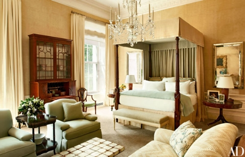 Michelle & Barack Obama's master bedroom is described as their 'sanctuary'. Decorated in beige tones with a soft green running through, the bed has an antique canopy. It gives the feel of a very luxurious hotel room, comfortable and elegant.   Photo: whitehousemuseum.org