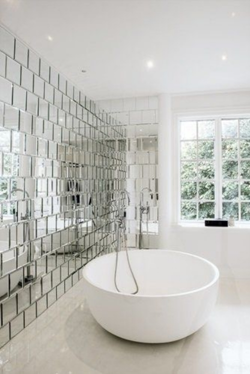 Mirrored wall tiles add a touch of modern glamour to this minimalist bathroom. The reflection takes all the focus and brings the greenery of outside into the room.  Image : dontpayfull.com