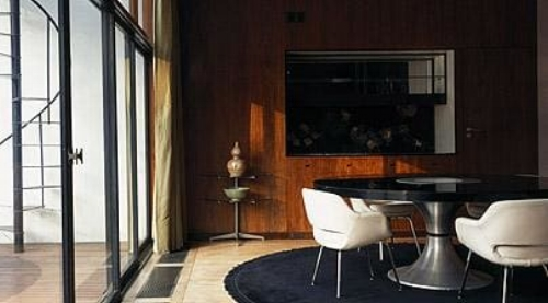 Elegant and sleek, the interiors are also warm and inviting. This is very much a home and not an austere box.   Image:telegraph.co.uk