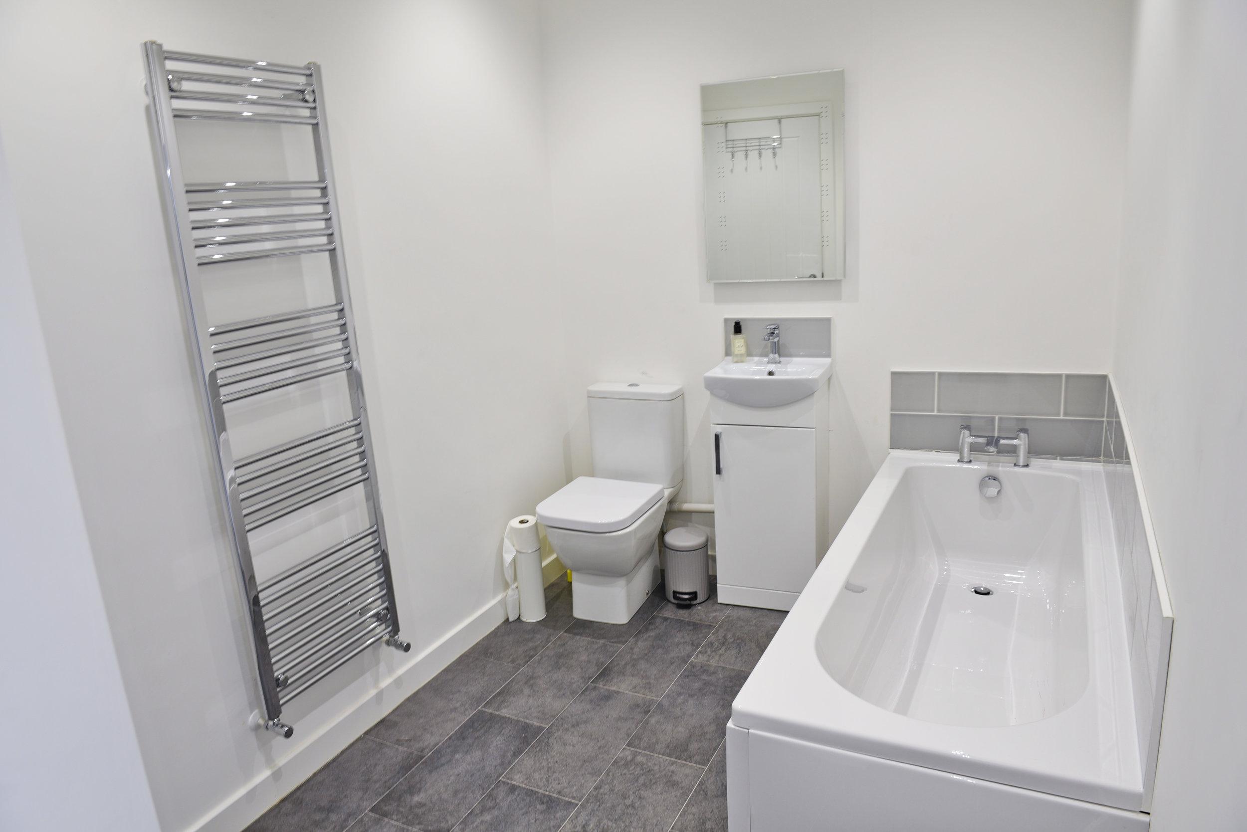 319FS Bathroom.jpg