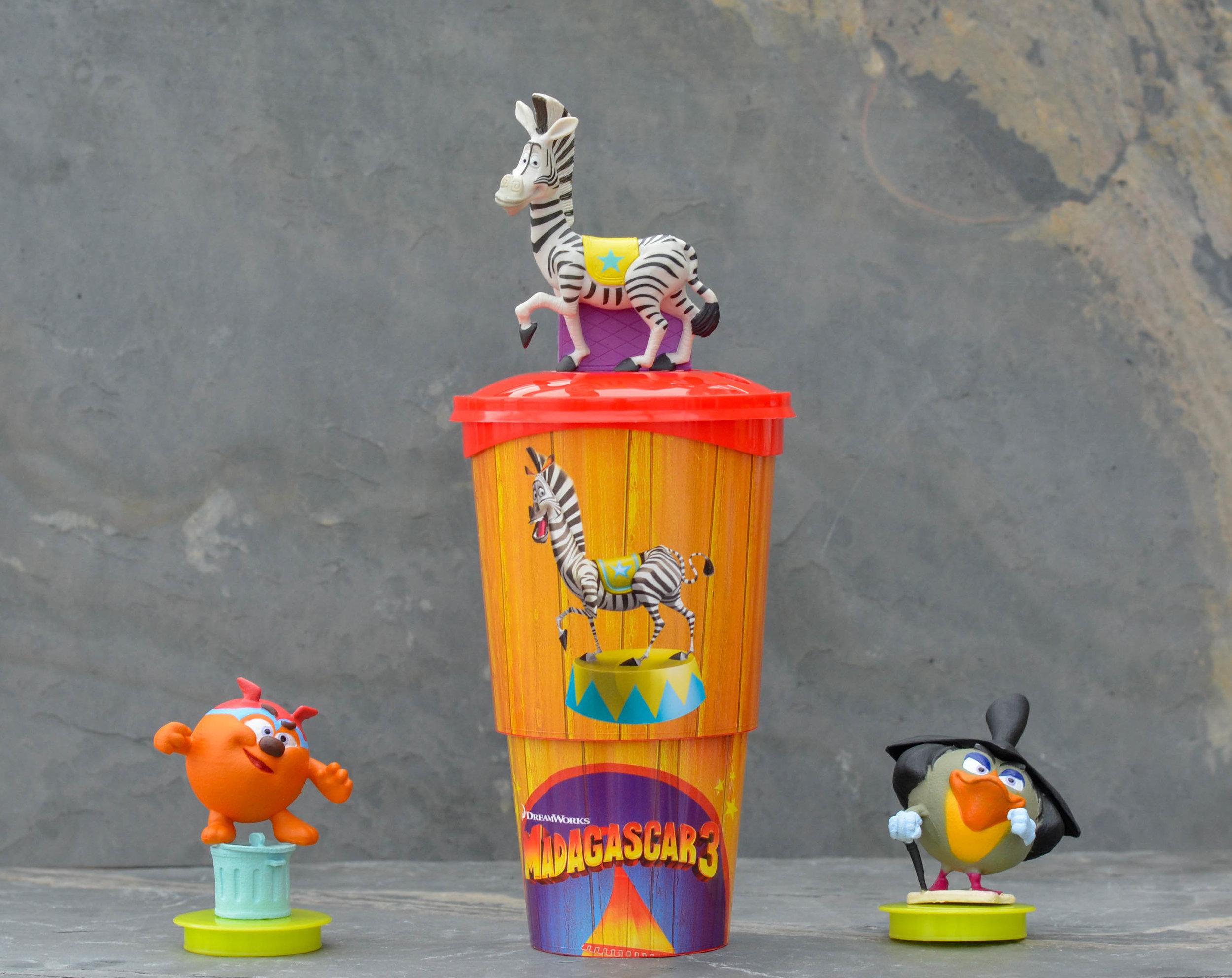 Ideal fürs Amusement business: Spülmaschinenfeste Cups2Drink Becher mit Deckel und aufsteckbarer Spielfigur. Foto: Marina Brockhoff für die © WEBER Packaging GmbH, 2017