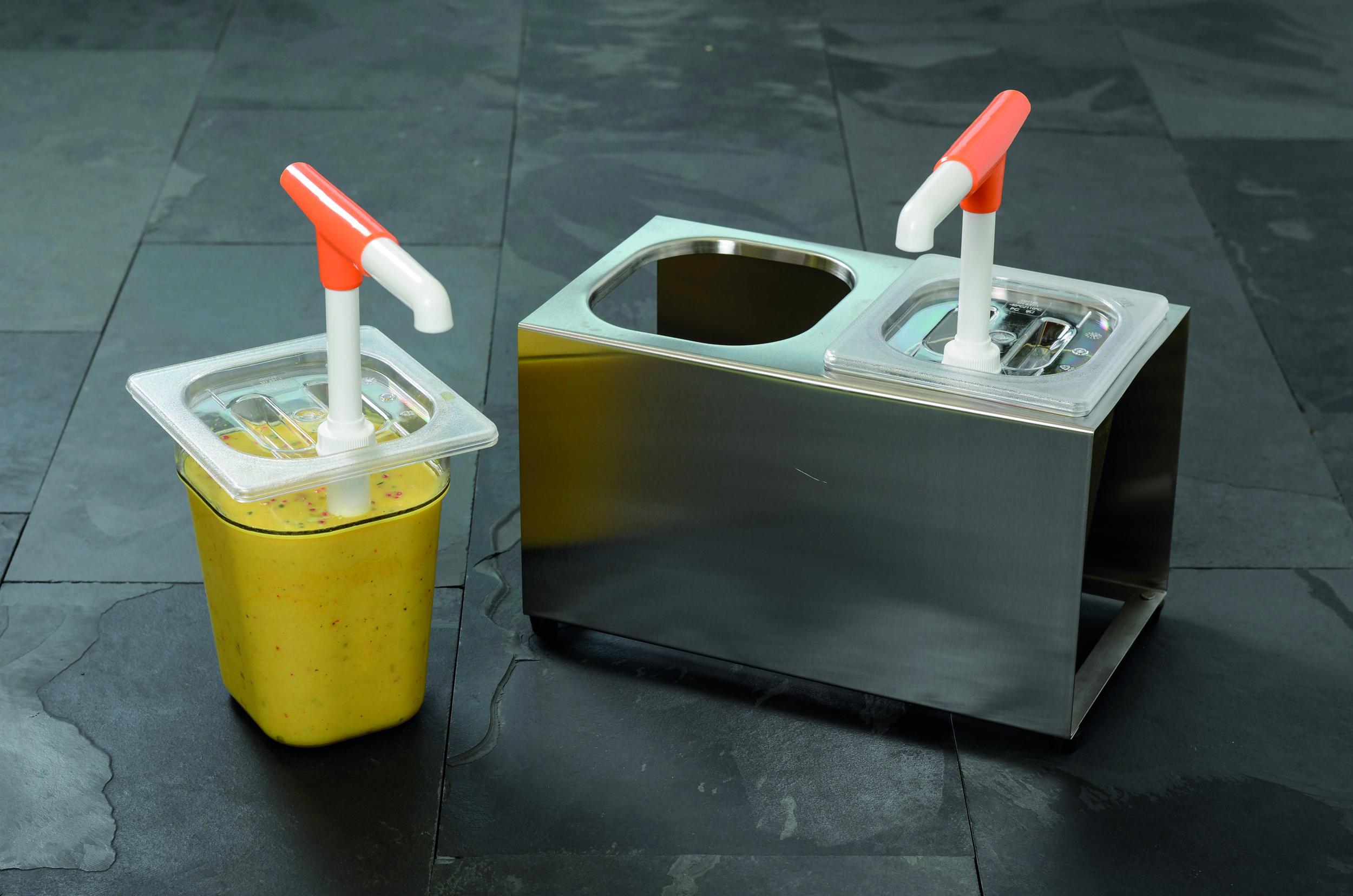 DOSIERSEPNDER 2 x 2,5 l    Maße   (B x H x T):  ohne Dispenser: 36 x 20 x 21,5 cm  mit Dispenser: 36 x 20 x 39 cm   Füllbehälter: 2 x 1/6 GN   Füllinhalt: 2 x 2,5 l