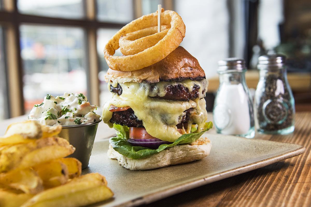Harbour_Tavern_Burger.jpg