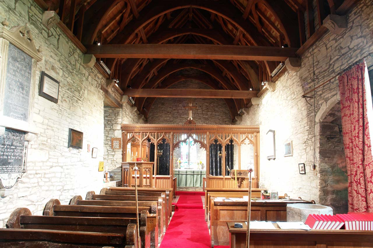 Nave. The north wall (left) is the oldest part of the church and dates back to the thirteenth century