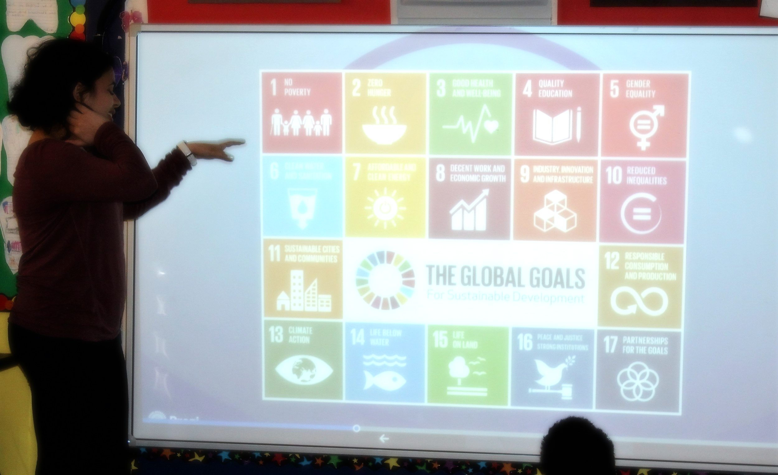 Our ACIC Youth Ambassador, Noha, presented about Climate Change to both English and French classes in Grade 4 and again, with one of the Grade 5 classes. The students were very attentive to the information presented and had much to offer during the discussion.  This activity relates to global citizenship because it not only increases the students awareness of global issues, but also helps children to see many of the ways they can contribute to the betterment of our world.