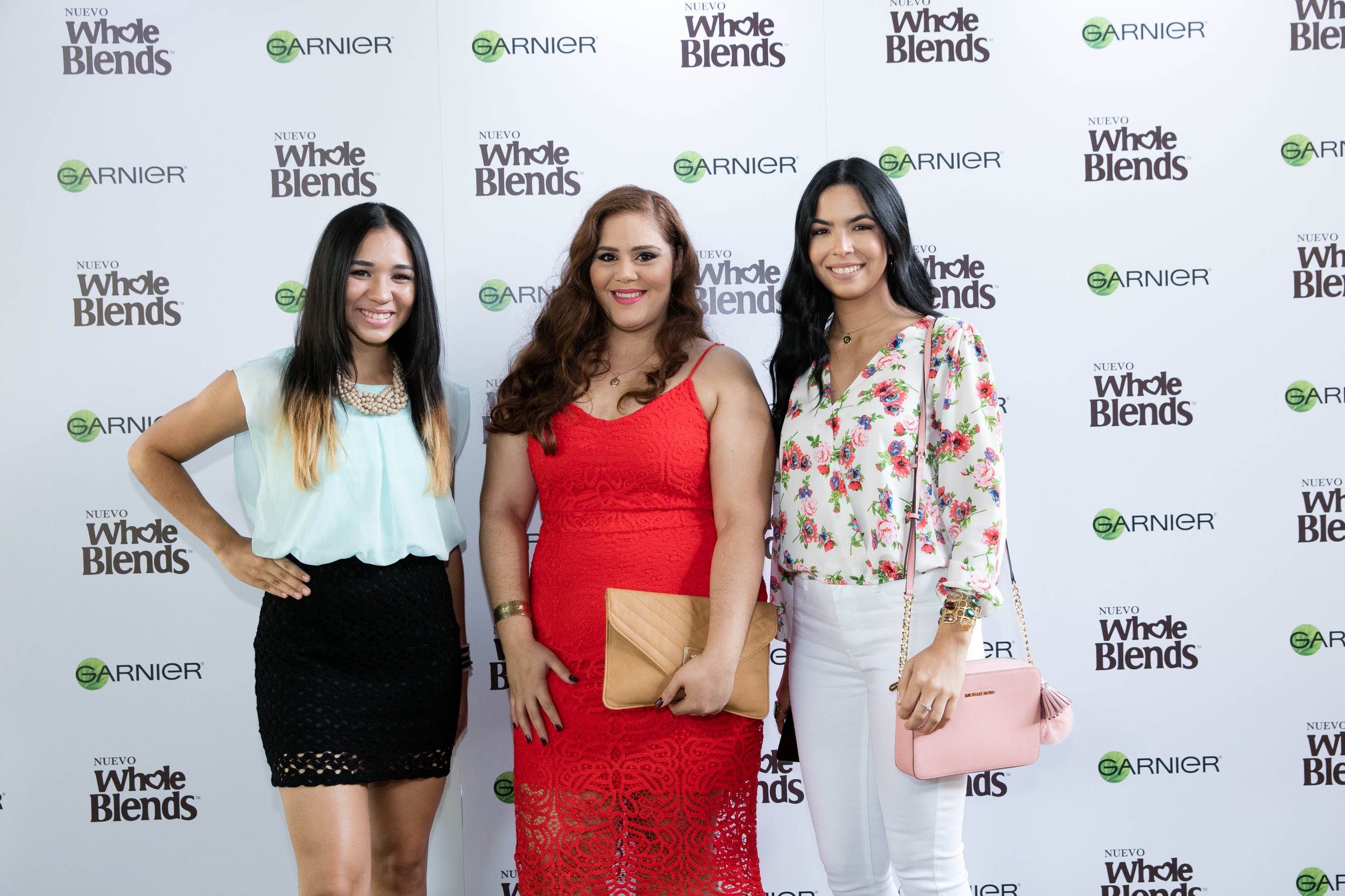 With the beautiful ladies of Salud Para Ti Magazine - Esther (left) and Unlimited Dreamer - Genesis (right).
