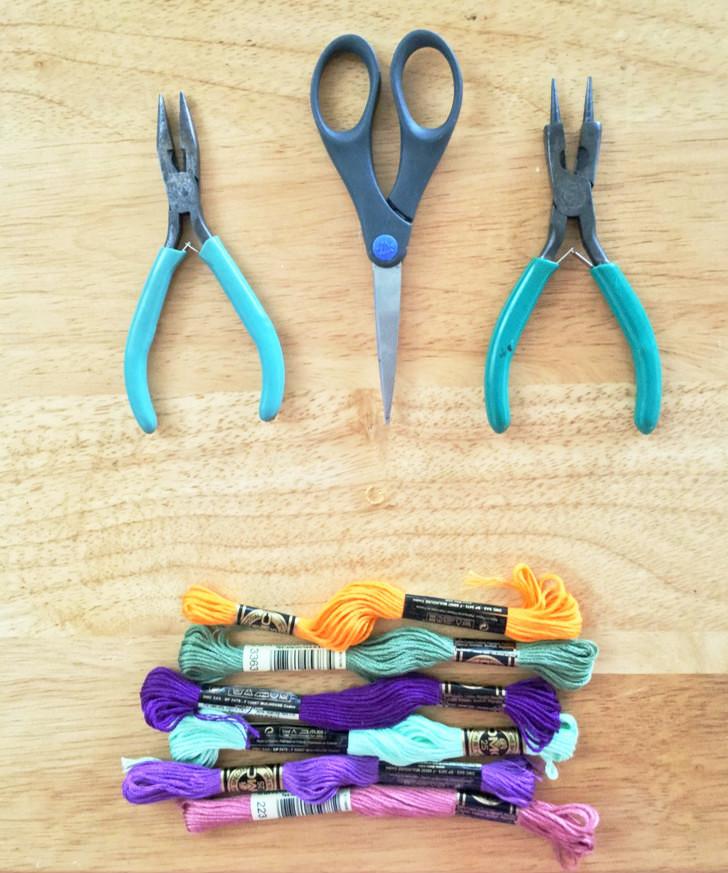 1. Prepara tu área y materiales. // Prepare your area and tools.