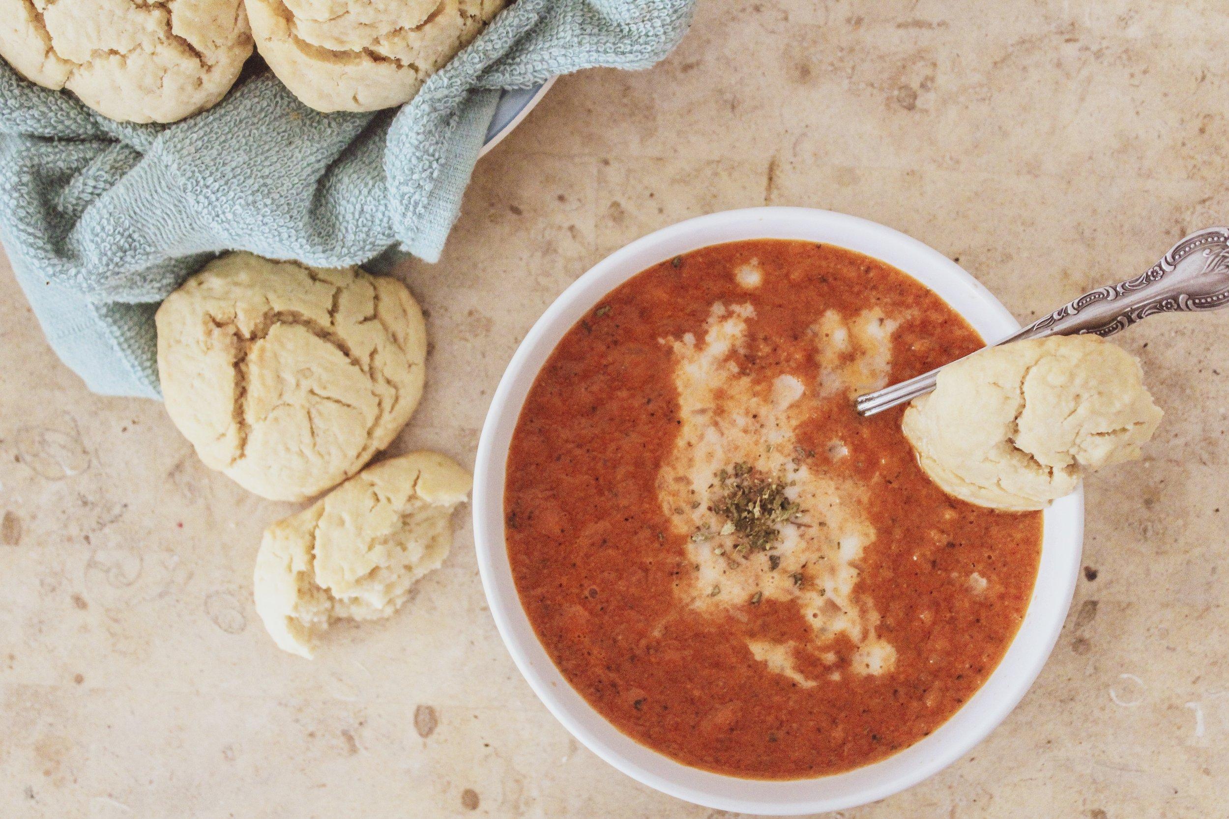 Sopa de Tomate y Biscuits