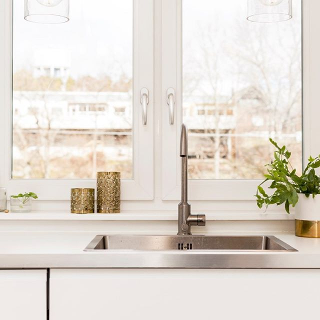 Tengo malas noticias - tu cocina está más sucia que tu baño. 😱 Lo sé. ¡Estaba igual de sorprendida! 😳 Visita el último post en el blog para que sepas por qué y que puedes hacer al respecto. 😉 Enlace en la bio 📲 #cleankitchen #cleansink #dishwashing #ecofriendly #clean #lavarplatos #cocinalimpia #fregaderolimpio #cleanandecofriendly #ecoamigable #libredebacterias #bacteriafree 📸 @gettyimages @canva