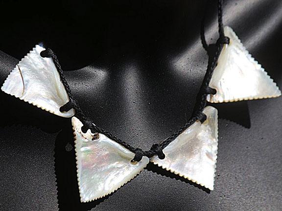 18. Rei niho mango (sharkteeth) silver lipped pearl shell