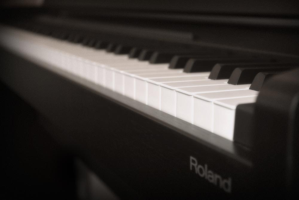 LGM-site-about-piano.jpg