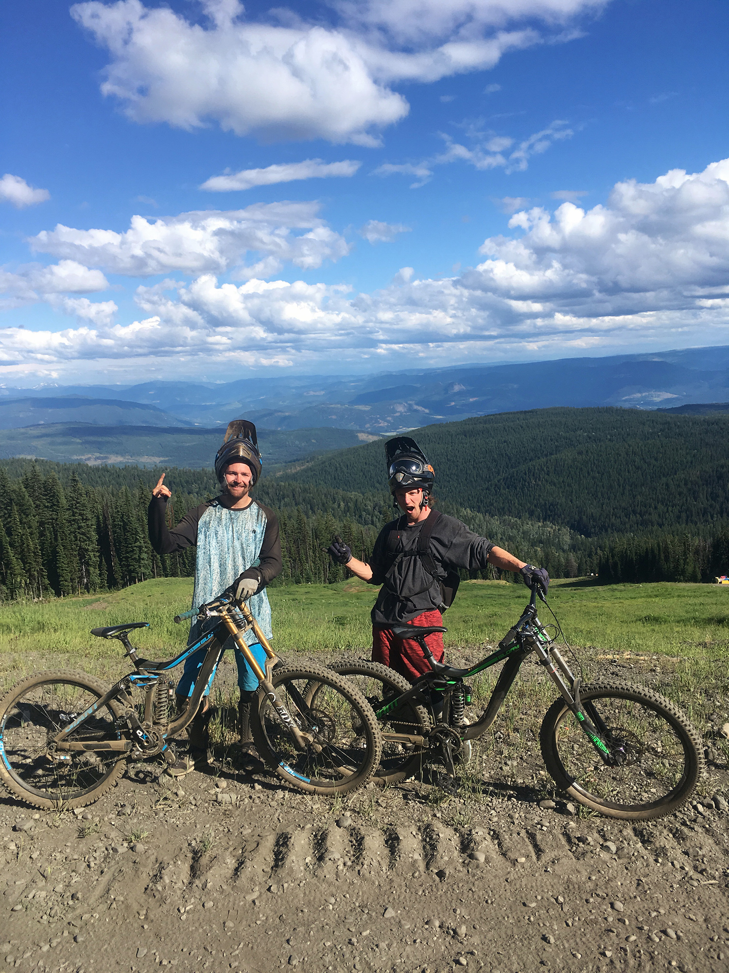 Myself and Woodsy after a rad day of shredding ! :D